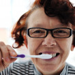 Senior woman brushing teeth — Stockfoto