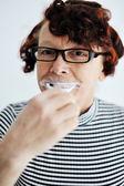 Yaşlı kadın diş fırçalama — Stok fotoğraf