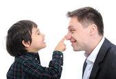 Mutlu baba ve oğul parmak burun iskambil — Stok fotoğraf