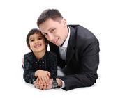 Mutlu baba ve oğul birlikte yatan — Stok fotoğraf