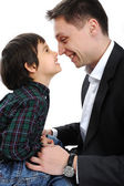 Mutlu baba ve oğul burunları ile oynama — Stok fotoğraf