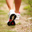 Female legs jogging on a trail — Stockfoto