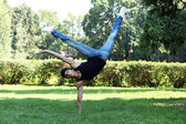Handsome guy doing breakdance in the park — Stock Photo