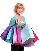 średnim wieku kobieta z torby na zakupy — Zdjęcie stockowe