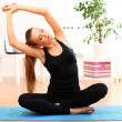 Beautiful woman do yoga exercises at home — Zdjęcie stockowe