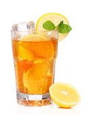 φρέσκο και κρύο κρύο τσάι με λεμόνι και δυόσμο — Φωτογραφία Αρχείου