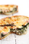 Fresh tart with shrimps and green — Stock Photo