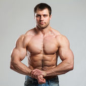 Bodybuilder shows his biceps — Stock Photo
