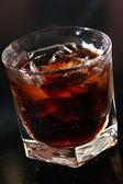 Glas whisky på en tabell — Stockfoto
