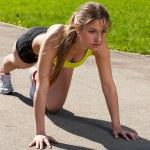 bellissima giovane donna pronta a correre — Foto Stock