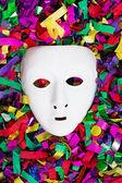 Máscara blanca encima de corrientes — Foto de Stock