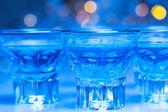 Adultes aller dans les boîtes de nuit à boire de l'alcool et avoir du plaisir — Photo