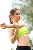 Beautiful woman working out in a park — Stock Photo