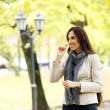 Adult woman having a good day in the park — Stok fotoğraf