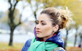 Cute girl having a walk in cold autumn day — Stock Photo