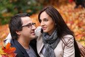 Casal adulto, tendo um bom dia em família no parque — Fotografia Stock