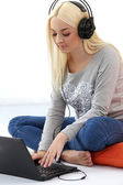 Blonde with headphones and laptop — Stock Photo