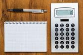 Pracy z notatnika i kalkulator — Zdjęcie stockowe
