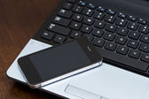 ノート パソコンや携帯電話 — ストック写真