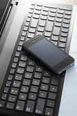 Ordenador portátil y teléfono móvil — Foto de Stock