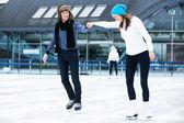 Beautiful couple on the ice rink — Stock Photo