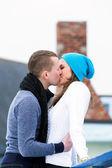 Romantic couple kiss on ice rink — ストック写真