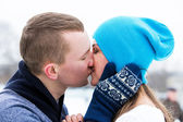 Couple kiss on ice rink — Stock Photo