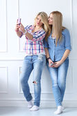 Best friends with mobile phone — Stock Photo