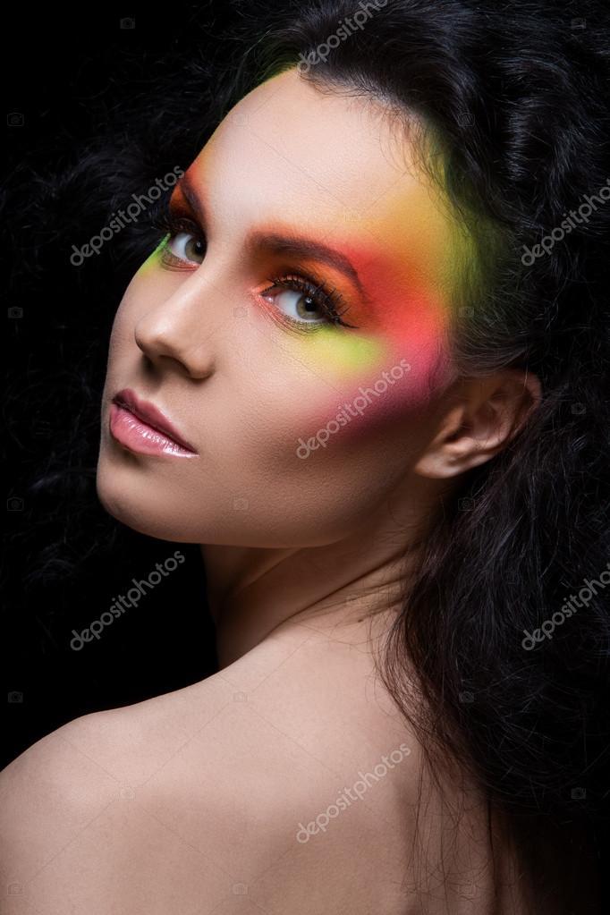 belle femme avec couleur maquillage artistique image de yekophotostudio - Colori Maquillage
