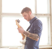 Handsome man playing on guitar — Stock Photo