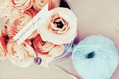 Красивые красные розы в горшке — Стоковое фото