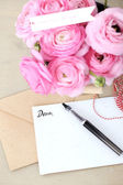 Pink roses bouquet with letter — Stock Photo
