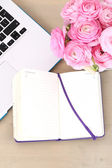 Pink roses bouquet with laptop — Stok fotoğraf