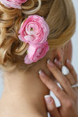 Attractive bride with beautiful hair — Stock Photo