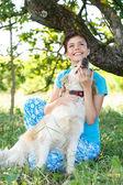 Söt flicka med bedårande hund — Stockfoto