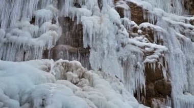 Frozen waterfall with ice — Vídeo Stock