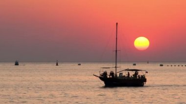 Boats on the sea at sunset — Stockvideo