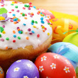 Foto de Stock  : Easter eggs and cake