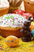 Easter eggs, cake — Stock Photo
