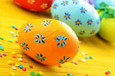 Easter decorations eggs with painted flowers — Stock Photo