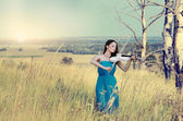 Young woman playing violin — Stock Photo