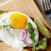 Fried egg open sandwich — Foto Stock