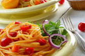Spaghetti and marinara salad — Stock Photo