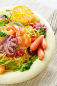 Seafood spaghetti pasta dish with octopus and shrimps — Foto Stock