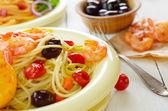 Mořské plody špagety těstoviny s krevetami — Stock fotografie