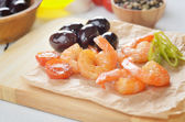 Shrimps and olives — Stock Photo