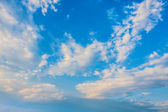 White clouds in the blue sky — Foto Stock