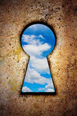 Sky in keyhole on old wall — Stock Photo