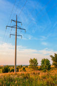 Powerline and cloudy sky — Stockfoto