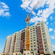 Dwelling house and tower crane on the construction site — Stock Photo